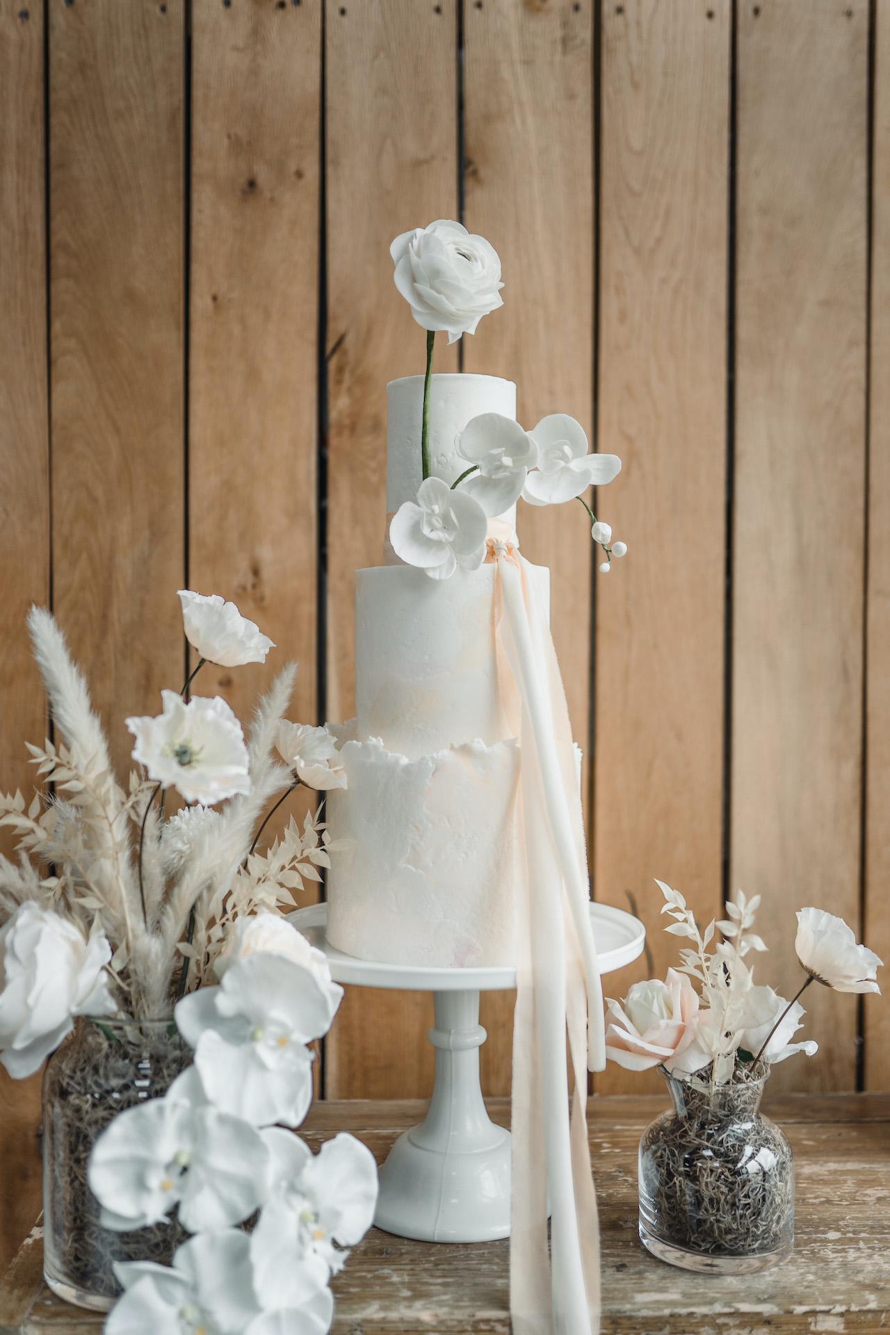 Modern wedding cake uk